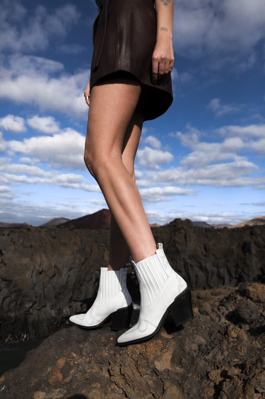 media/image/Romee-Cura-White-Leather-II.jpg